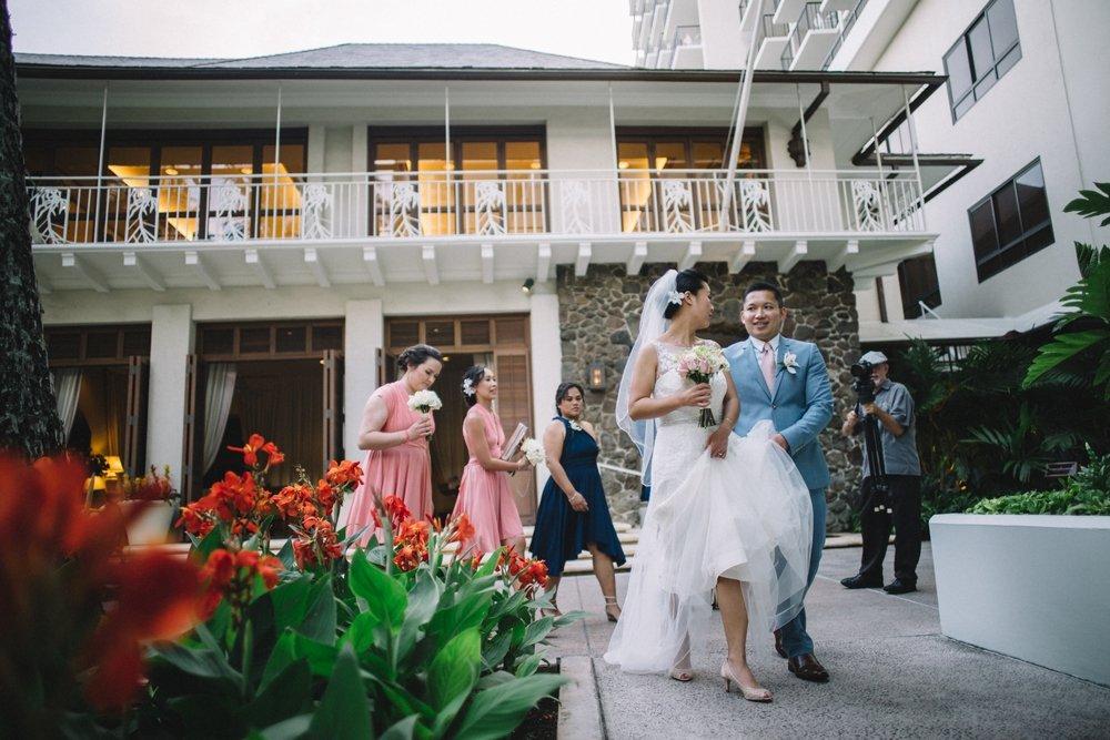 waikiki beach wedding photos