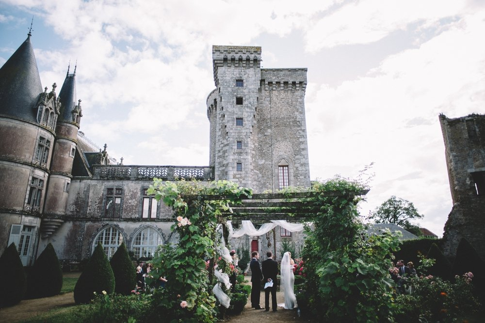 Nantes, Chateau de la Flocelliére in Western France moody wedding photographer in europe