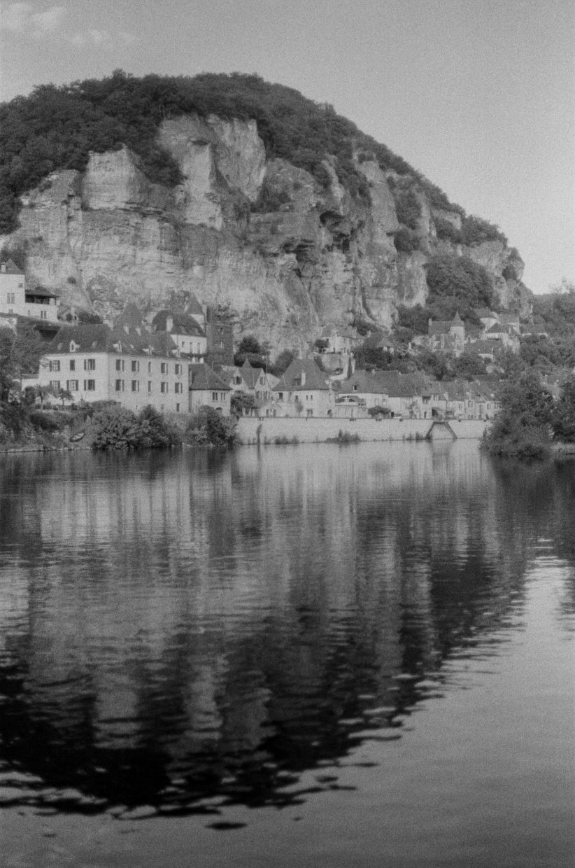 la roque gageac black and white street film kodak photography art fine art dordogne region perigueux teri b photo canon ae-1 program 35mm film analogue